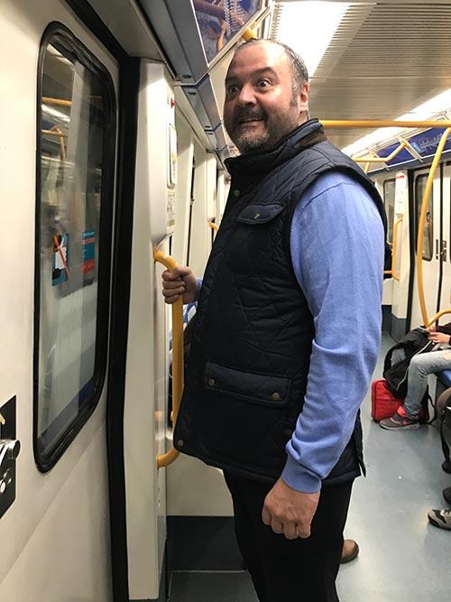 Casi se me habia olvidado coger un metro. Asi es como me desplazo ahora por Madrid