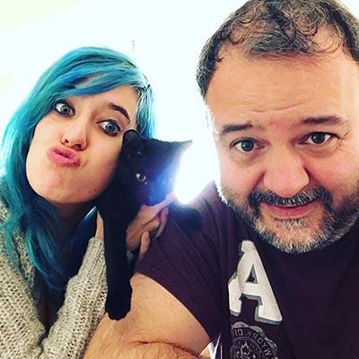 La actriz porno Susy Blue me acompaña y ayuda en el dia a dia.
