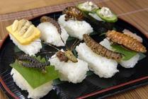 Sushi con insectos