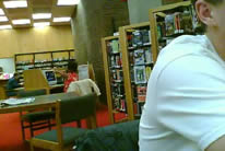 Loca en la biblioteca