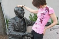 Acosando estatuas