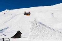 Coche esquiando